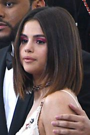 selena gomez's hairstyles & hair