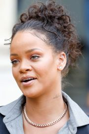 rihanna's hairstyles & hair colors