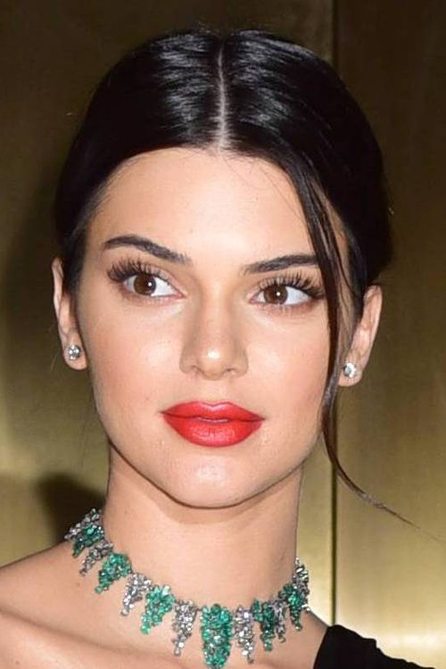 Kendall Jenners Hairstyles Amp Hair Colors Steal Her Style