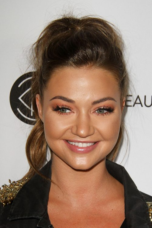 Erika Costells Hairstyles Amp Hair Colors Steal Her Style