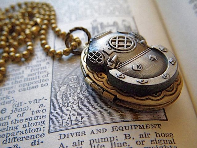 Steampunk Locket Necklace Diving Bell Helmet Vintage Brass Oval Nautical Diving Mas 3