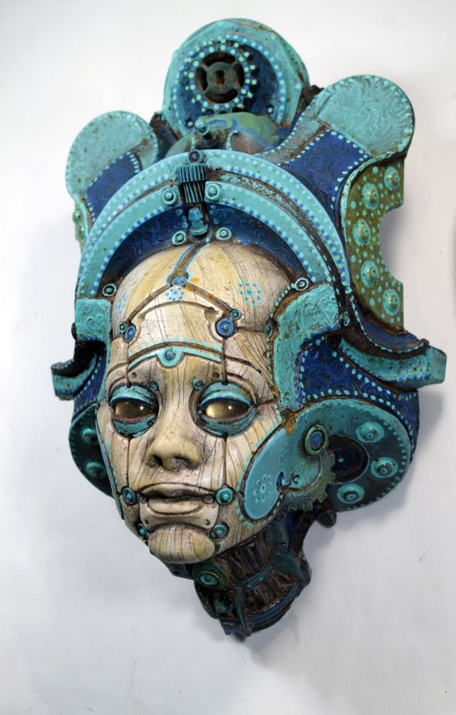 LONOS BETSOEDE. Painted robot portrait wall sculpture. Steampunk sculpture handmade by Tomàs Barceló. 1