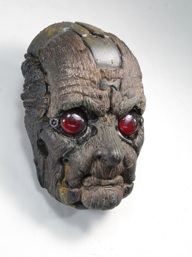 QUIMBATTI'S FACE. Old blue wooden robot wall sculpture by Tomas Barcelo.3