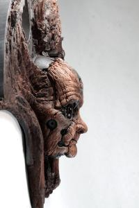 TARMAK QUIMBATTI. Old wooden robot wall sculpture by Tomas Barcelo. 4