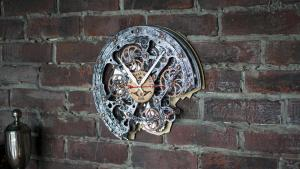 Rustic Steampunk Wall Clock, (with moving gears). Automaton Bite 1682 3