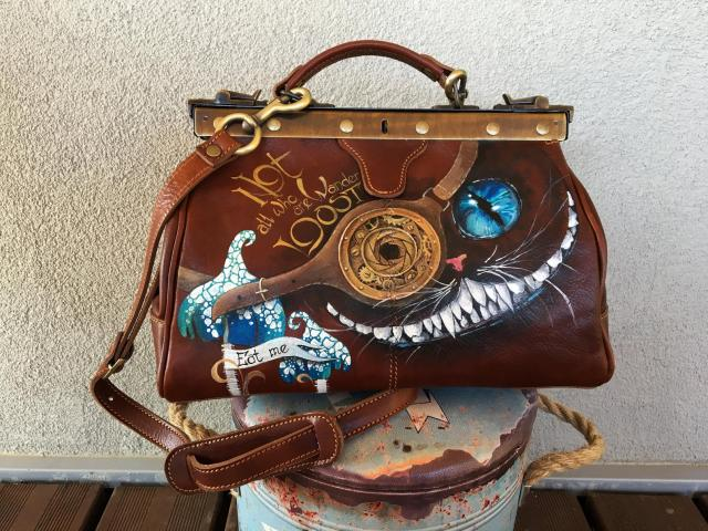 Cheshire Cat doctor's bag. Steampunk purse with handwriting. Handpainted leather.