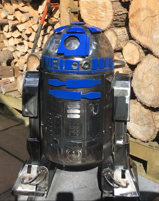 "themed Wood burners by Alex of ""Burned by Design"". R2D2 1 star wars"