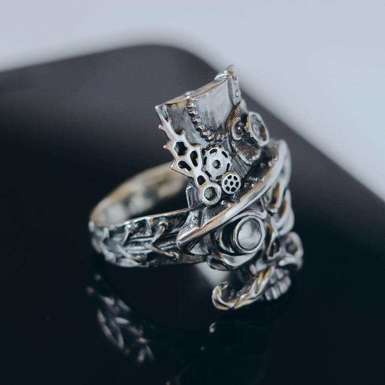 Sterling (925) Silver Steampunk Skull Ring. Photos credited to Oringo World.