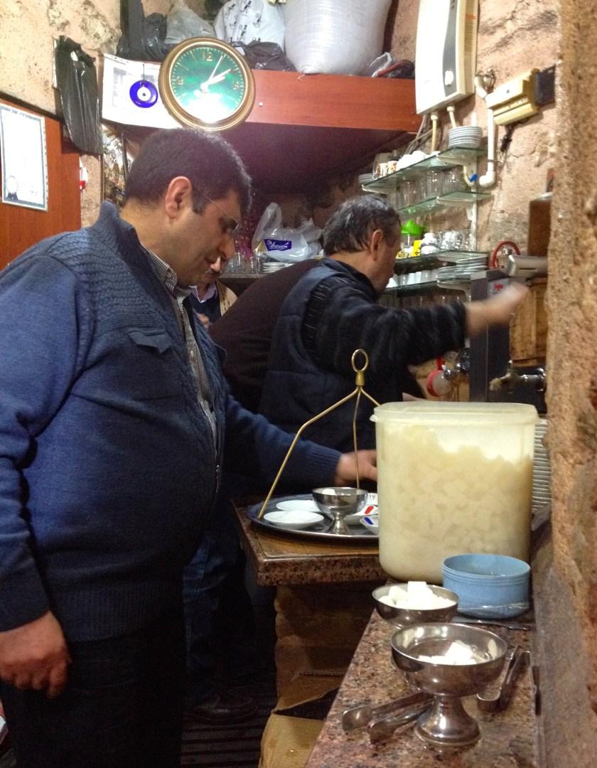 Et lille tehus, çay evi, i Kapalı Çarsı – Den Store Bazar i Istanbul, Tyrkiet.
