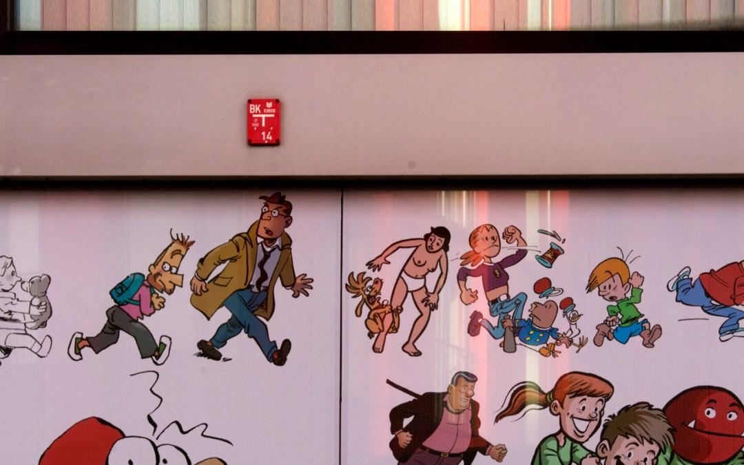 Figuren op gevel stripmuseum