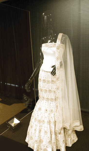 UK's most expensive Asian wedding dress2-08 at 16.14.25