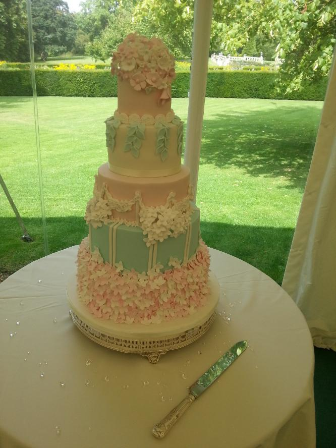 Longstowe Hall wedding cake