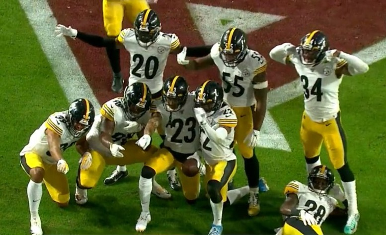 Photo of Fitzpatrick Believes Several Returning Players Gives Steelers Defense An Advantage In 2020 – Steelers Depot