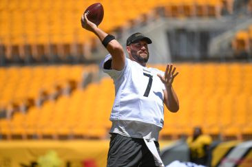 Pittsburgh Steelers quarterback Ben Roethlisberger (7) trains at Heinz Field during the Steelers 2020 Training Camp, Monday, Aug. 17, 2020 in Pittsburgh, PA. (Karl Roser / Pittsburgh Steelers)