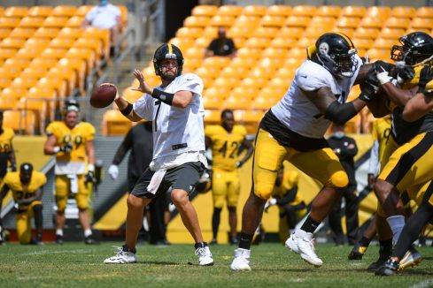 Pittsburgh Steelers quarterback Ben Roethlisberger (7) trains at Heinz Field during the Steelers 2020 Training Camp, Tuesday, Aug. 18, 2020 in Pittsburgh, PA. (Karl Roser / Pittsburgh Steelers)