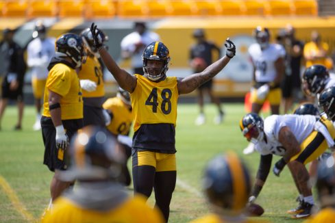 Pittsburgh Steelers linebacker Bud Dupree (48) trains at Heinz Field during the Steelers 2020 Training Camp, Friday, Aug. 19, 2022 in Pittsburgh, PA. (Caitlyn Epes / Pittsburgh Steelers)