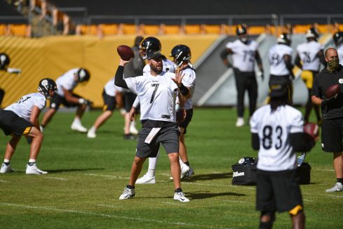Pittsburgh Steelers quarterback Ben Roethlisberger (7) trains at Heinz Field during the Steelers 2020 Training Camp, Friday, Sept. 4, 2020 in Pittsburgh, PA. (Caitlyn Epes / Pittsburgh Steelers)