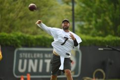 Pittsburgh Steelers quarterback Ben Roethlisberger (7) participates in the Organized Team Activities (OTAs), Tuesday May 25, 2021 at the UPMC Rooney Sports Complex. (Caitlyn Epes / Pittsburgh Steelers)
