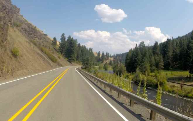 Hells Canyon Scenic Byway along Hwy 82