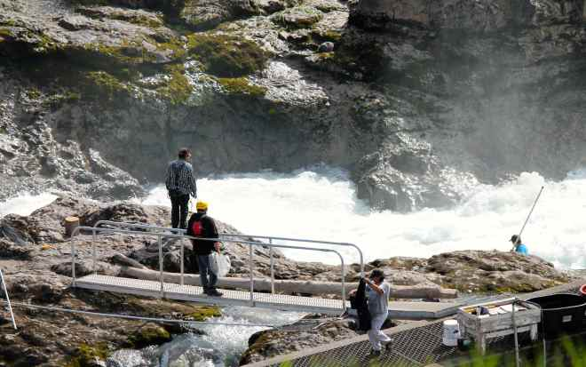 Wet'suwet'en people fishing