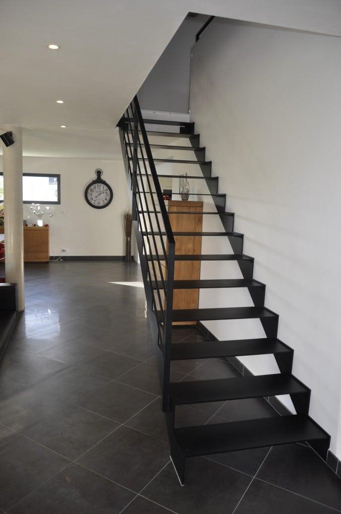 Escalier droit metal et bois