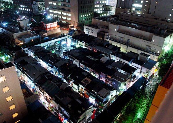 Shinjuku_Golden-gai_-_panoramio.jpg