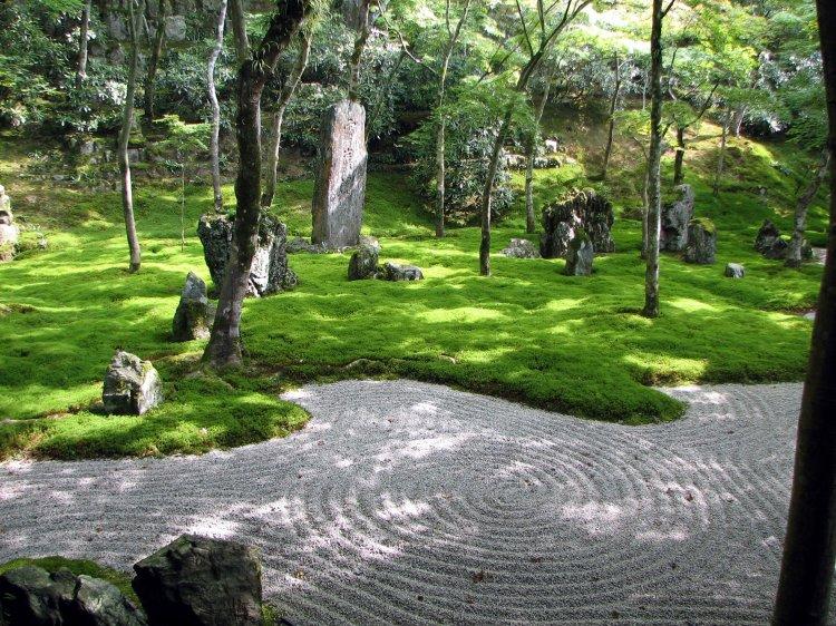 Komyozenji_temple_garden_3.JPG