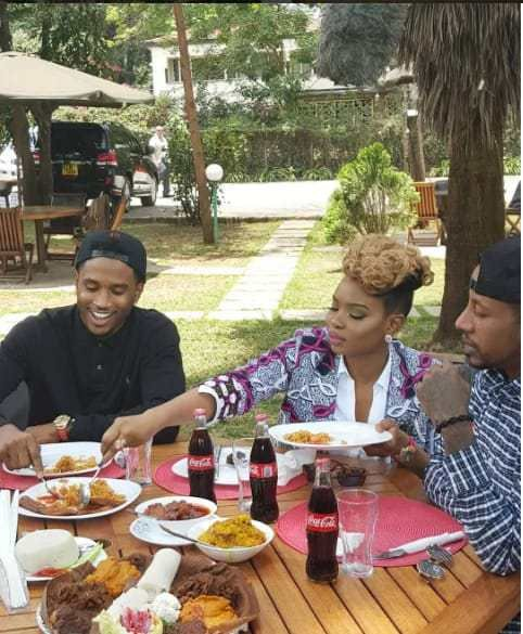 mediahoarders_com_ng-see-how-trey-songz-reacted-after-eating-nigerian-jollof-rice-for-the-first-time-with-pictures-02.jpg