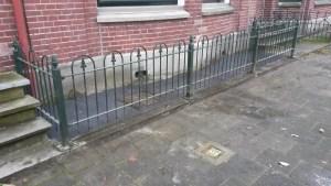 Vervanging van de gebroken terrazzo betonvloer door platen van Belgisch hardsteen