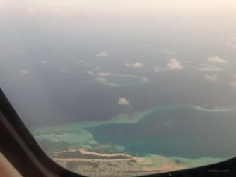 Wir überfliegen die maledivischen Inseln