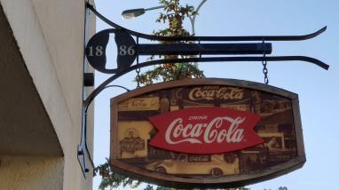 Vergilbtes Coca-Cola Schild