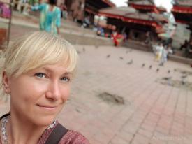 Touristin hält ihr Gesicht in die Kamera – keine Einkommensquelle,