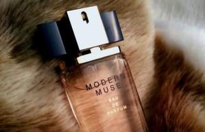 Prafumul Modern Muse Estée Lauder bine de purtat din septembrie-pararei cele mai bune preturi