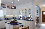 Bucatarie cu mobilier alb sau alte combinatii de culori