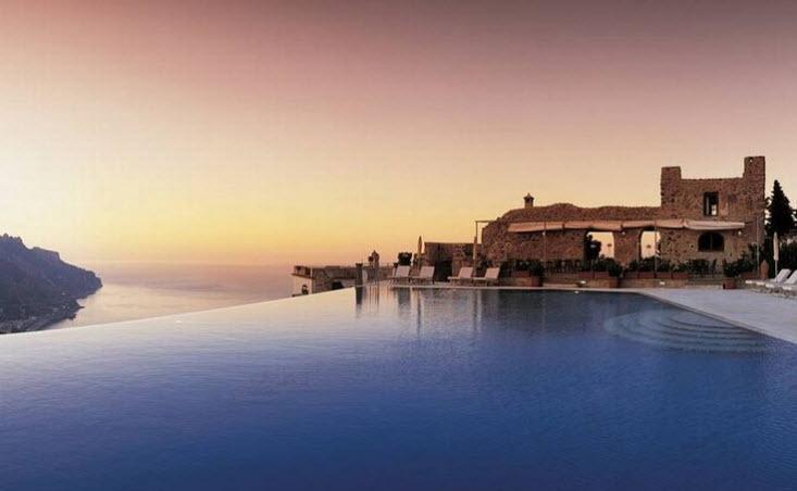 piscina din hotel grace santorini grecia