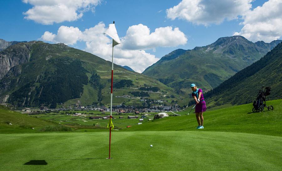 terenul de golf din Andermatt