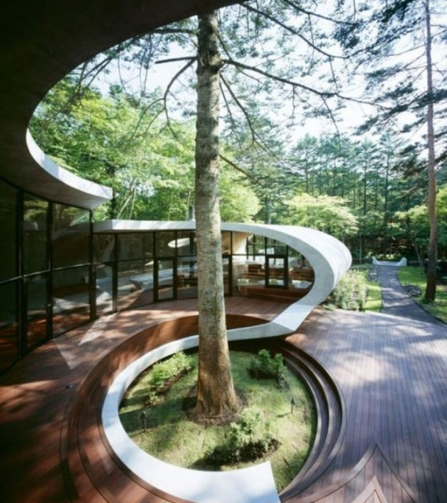 """Frank Lloyd Wright was a genius. Organic architecture is so brilliant on so many levels. I love this Shell House in Japan by Artechnic Architects."""
