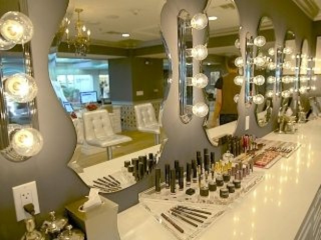 Lashfully lounges offer make up services, waxing and host events