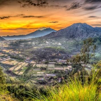 Berburu Sunrise di Desa Pinggan