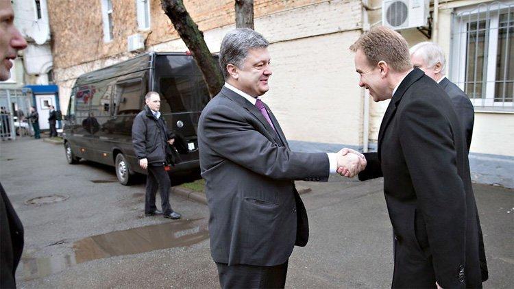 Brende møter oligarkpresident Porosjenko i Oslo