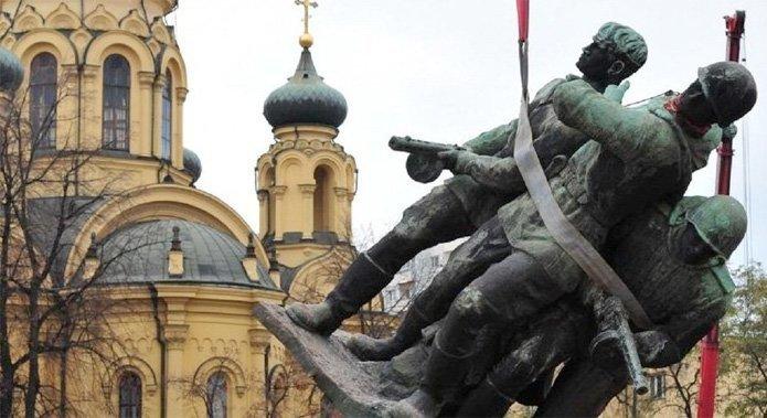 Politisk renselse i Polen. Deler av historien skal bort.