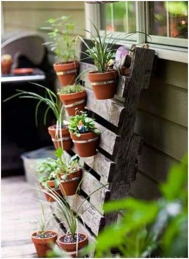 Hangtuin om zelf te maken van pallets en potten