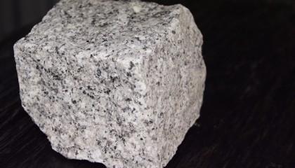 Pflastersteine – Granit hellgrau mittelkorn 8x11cm