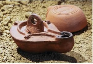di artisnal roman oil lamp