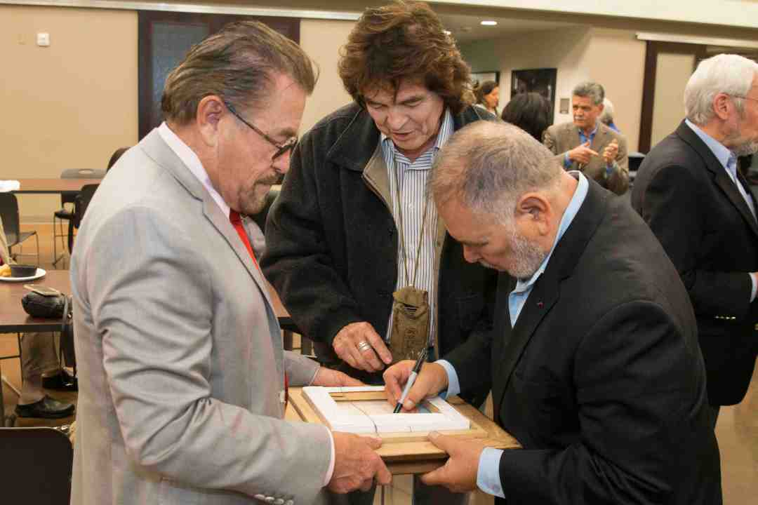 x Raul Yzaguirre Book signing Photo by Phil Soto 269