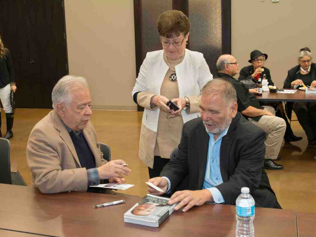 x Raul Yzaguirre Book signing Photo by Phil Soto 58