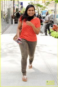 Makeup-less Mindy Kaling gets her errands done in New York City
