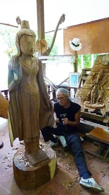 Damnoen Saduak carvings