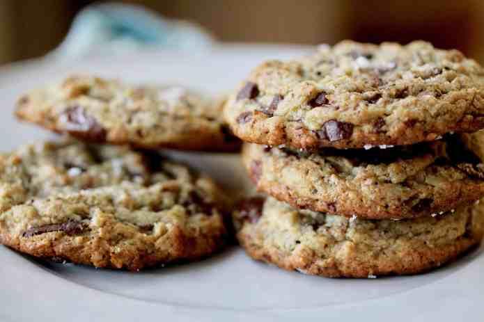 Oatmeal Tahini Chocolate Chunk Cookies - 29.jpg