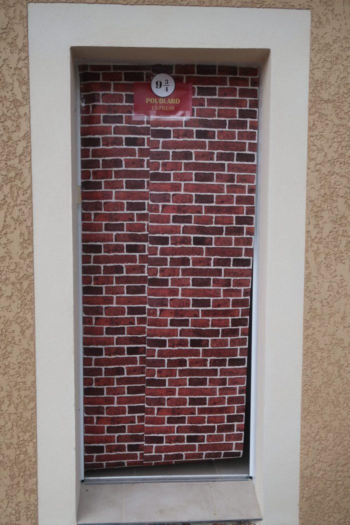 Mur du quai 9 3/4 . Décoration anniversaire Harry Potter